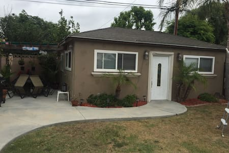 1 private bedroom/shared bathroom - Long Beach - Hus