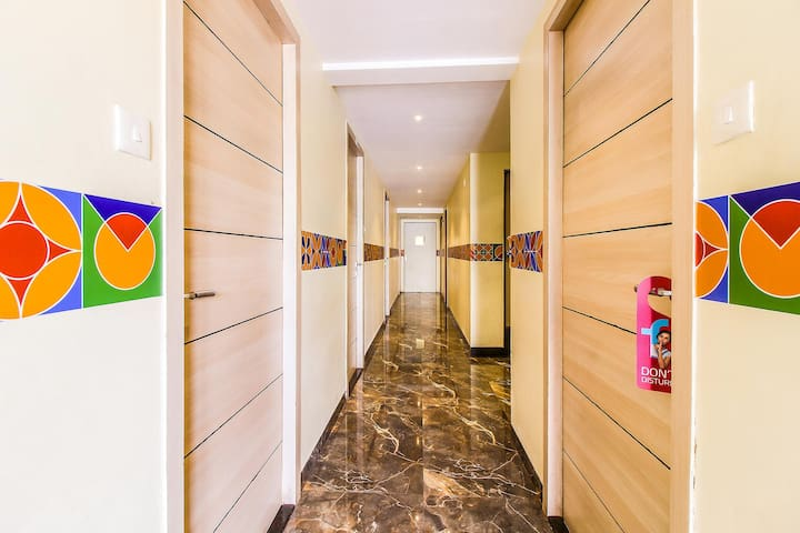 Vashi Homely Deluxe Rooms near DY Patil Cricket Stadium
