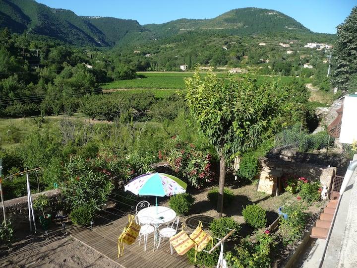 Maison de village très calme, vue sur la montagne.