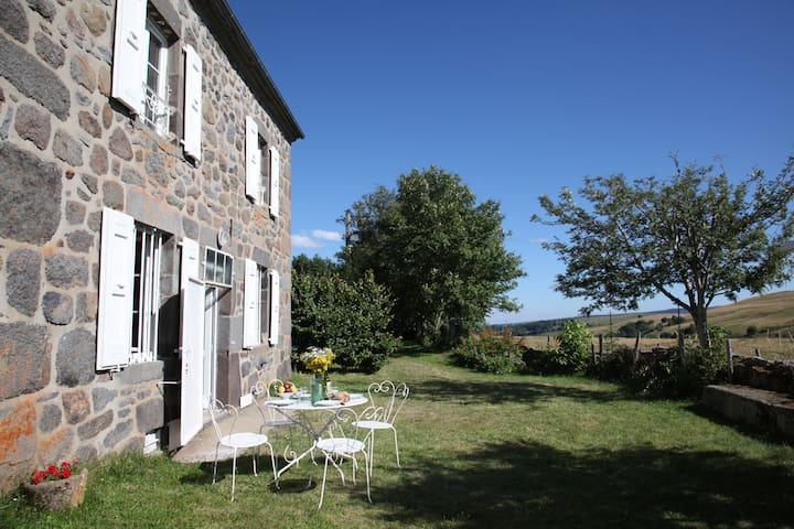 Maison au coeur des Monts du Cantal