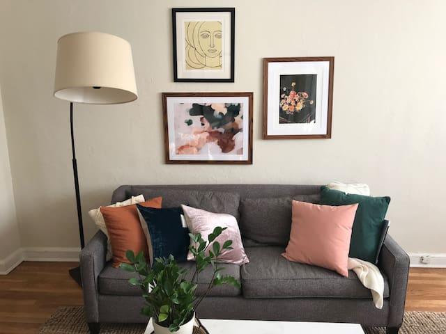 Minimalist-chic 1-bedroom near Meridian Hill Park