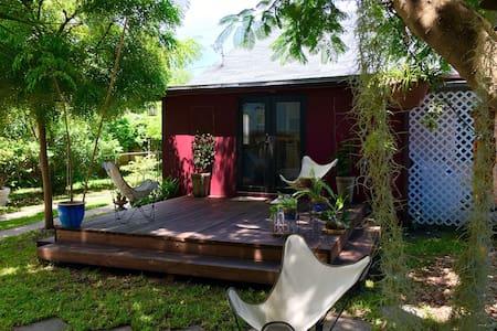 ARTHAUS - Room w/ private bath and lush gardens! - Miami - House