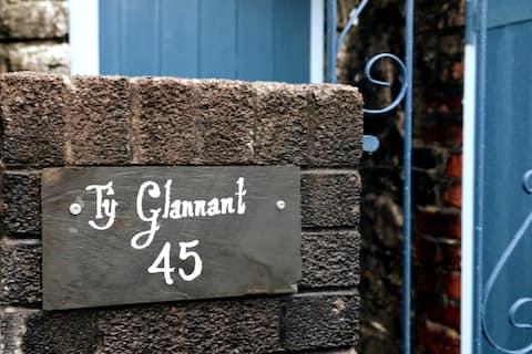 Ty Glannant - gezellige woning, dicht bij watervallen.