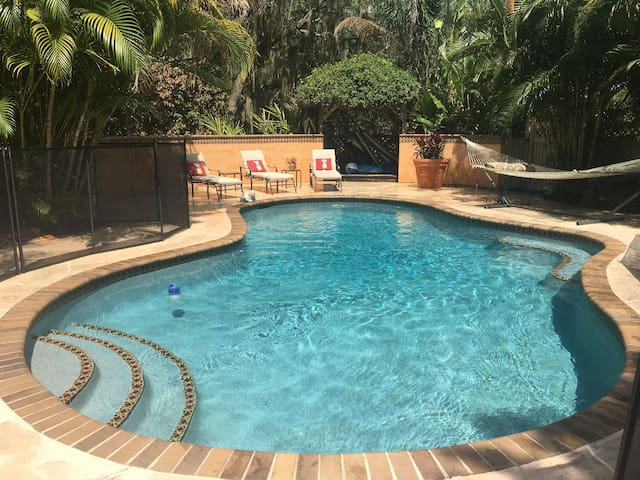Cozy guest home w/ private pool & lanai
