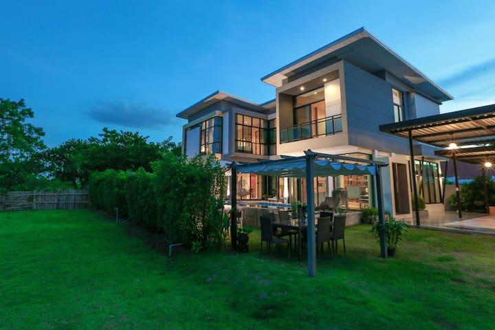 Chic Garden Pool Villa Chiangmai/free pick up/BF