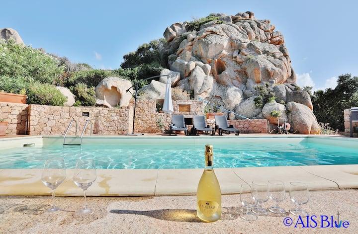 VILLA NARCISO, private pool, A/C, privacy