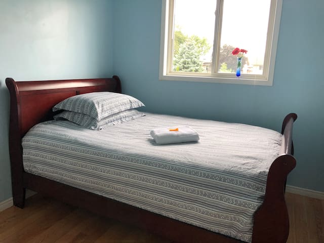 Beautiful, comfortable room with parking