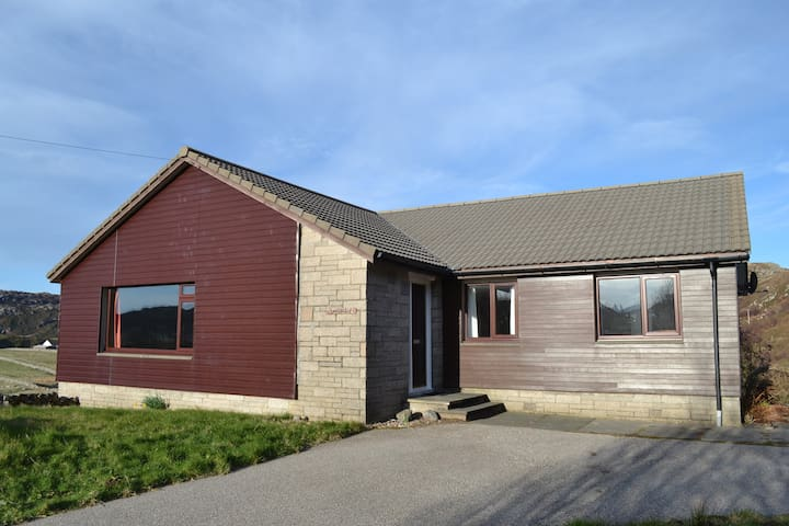 Cnoclochan - Scourie village, sleeps 7, fine views