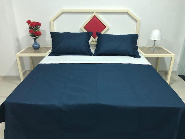Quarto cama de casal no Hotel Netto - Cach. Macacu