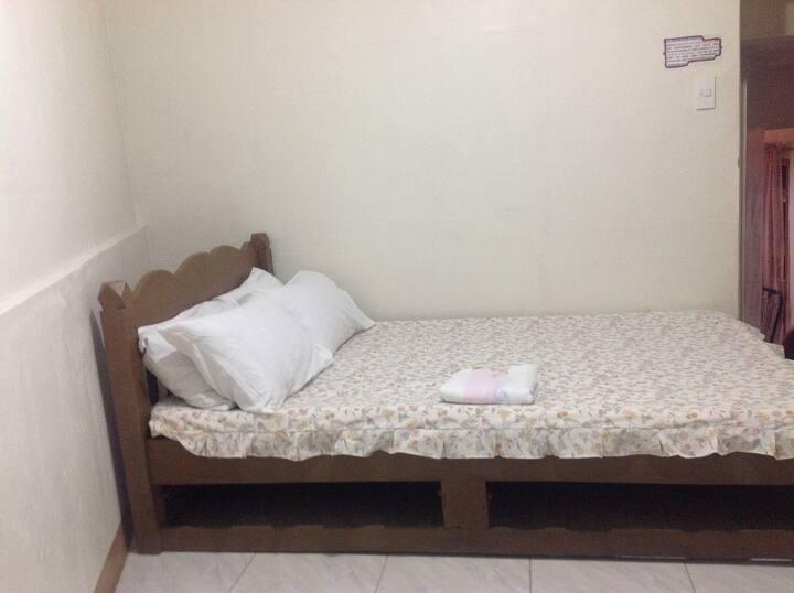 Wychwood Apt/Wood's Inn (Room 4)