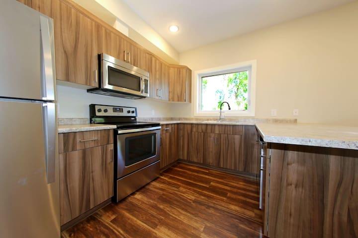2 Bedroom, Sleeps 6 close to Downtown - Winnipeg - Apartment