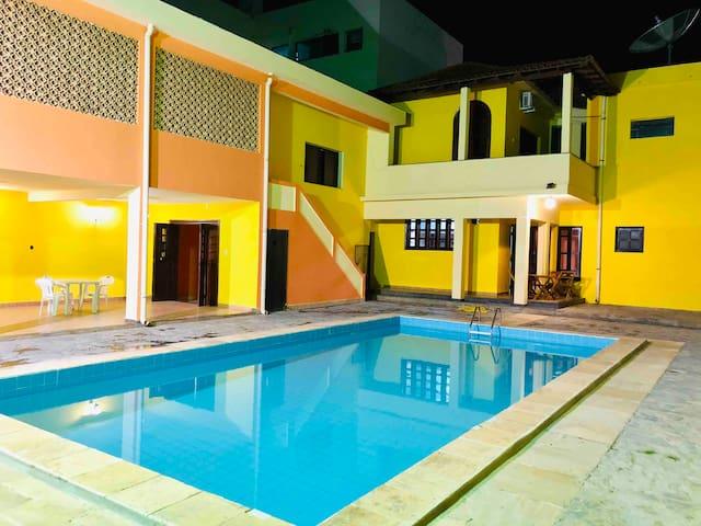 Cama em Dormitório 10 c Suíte - Hostel Dom Alberto