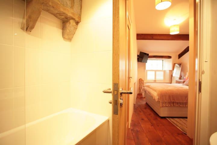 Dene Cottage sleepbathrooms