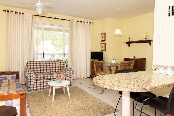 Cozy apartment 2 Blocks to Jurerê Beach, Wifi 60mega