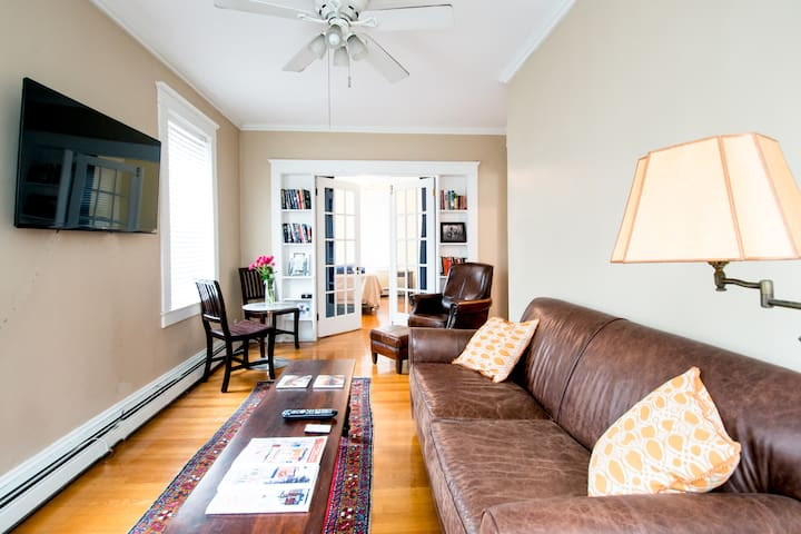 Quiet Space Near Brown University - Providence - Appartement en résidence