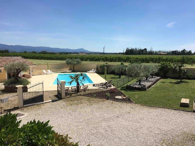 Maison spacieuse avec piscine et jardin privatifs