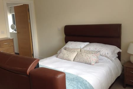 Jesse's Room (one of three double bedrooms) - Cwmbran