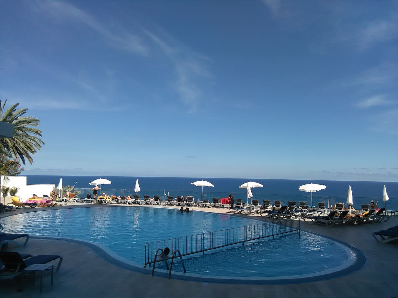 Amazing pool over the ocean