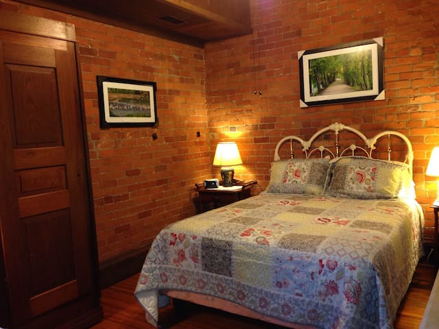 Mill House B&B/ Ruth Thomas Room
