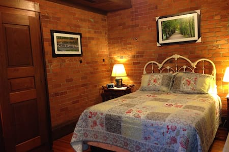 Mill House/ Ruth Thomas Room - Grand Rapids - Bed & Breakfast