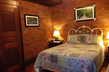 Mill House B&B/ Ruth Thomas Room
