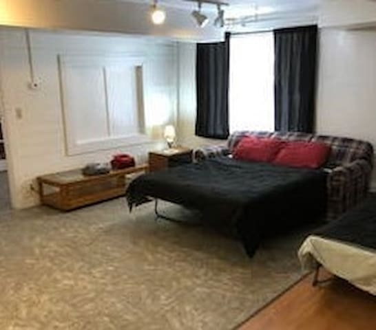Private Studio Apartment #3 for 1-3 Persons,