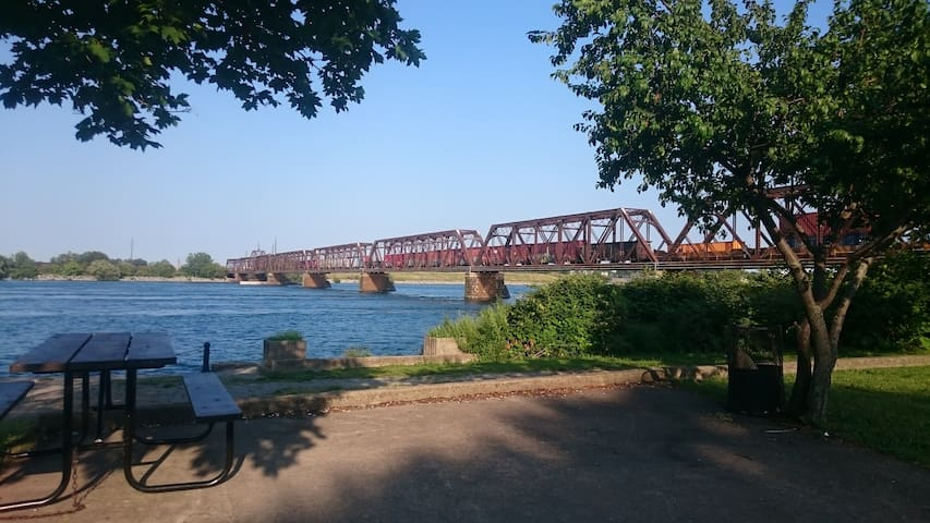 Railway bridge between Bridgeburg (Old Fort Erie) to the USA