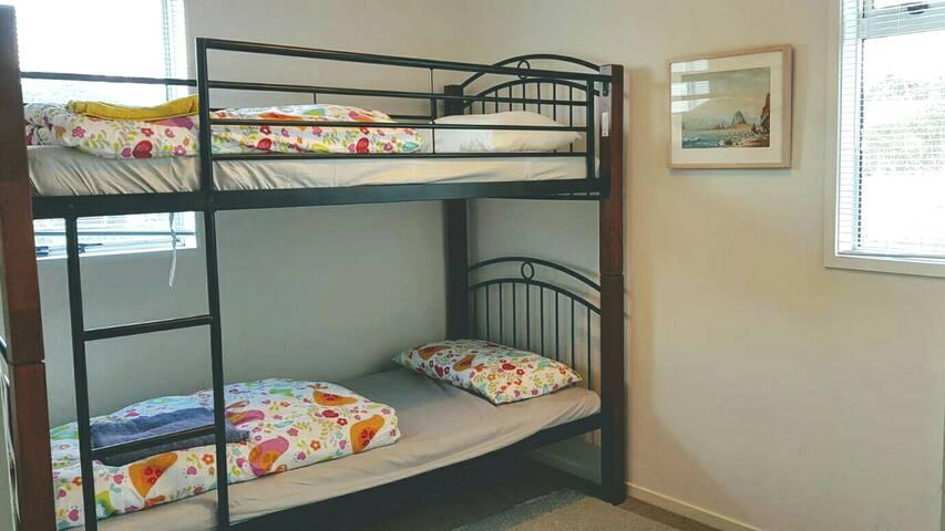 bunk room at #HiddenNestNZ near airport
