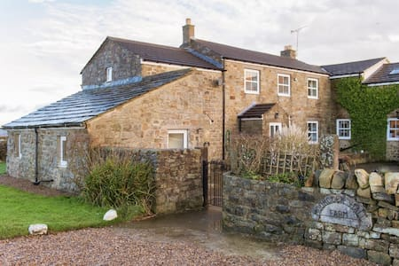 The Cottage in Nidderdale | Sleeps 7 - Darley