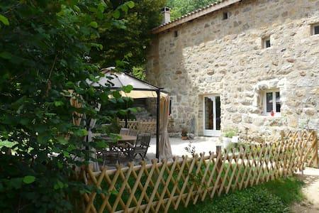 Vos vacances en Ardèche en gîte 4 épis - Saint-Victor - 自然小屋