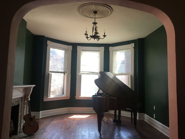 Sun-filled East Liberty Retreat with Piano