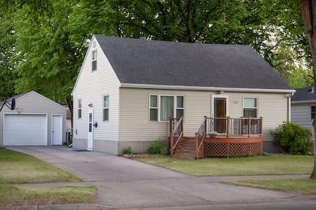 Cozy house in friendly, quiet neighborhood - Fargo - House