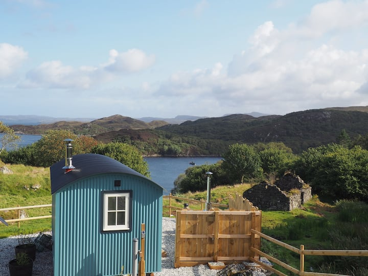 Iris - Luxurious shepherd hut with hot tub and stunning sea views