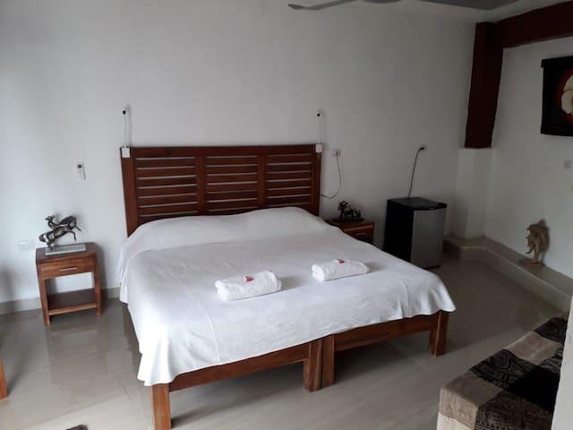 Habitación Confortable Con Piscina Y Cama King #2