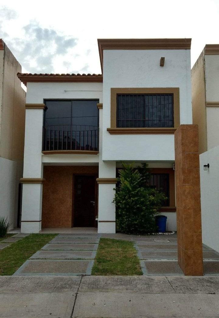 Casa amueblada amplia zona privada Irapuato