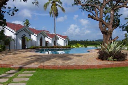 Villa Prodigal at Riviera Sapphire (7+ guests) - Siolim - Villa