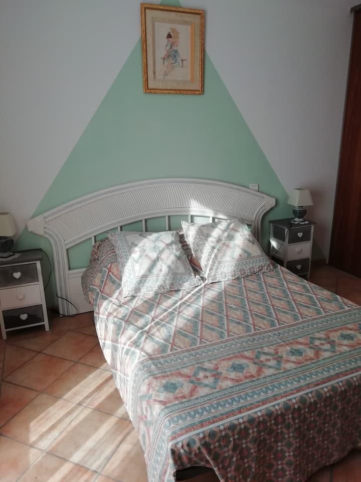 chambre spacieuse dans villa provençale, piscine