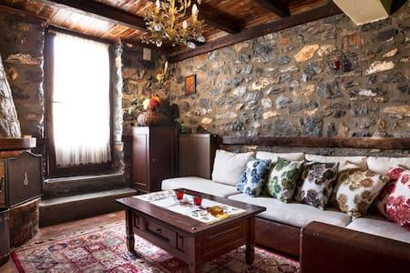 Πέτρινο ζεστό διαμέρισμα στον παλιό άγιο Αθανάσιο! - Agios Athanasios - Rumah
