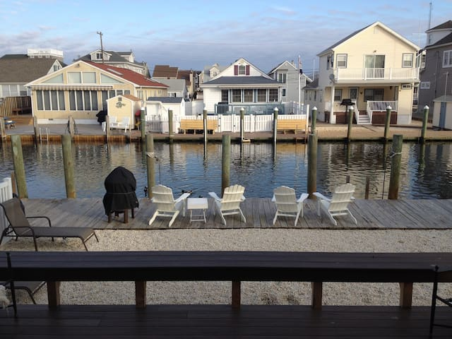 Lagoon front home 3 blocks to beach - Manasquan - Σπίτι
