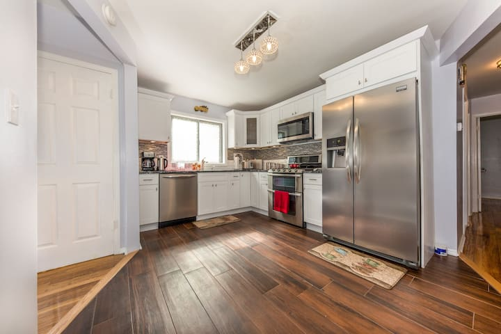 Beautiful 3bdr Home 10 Minutes away from JFK - Queens - Leilighet