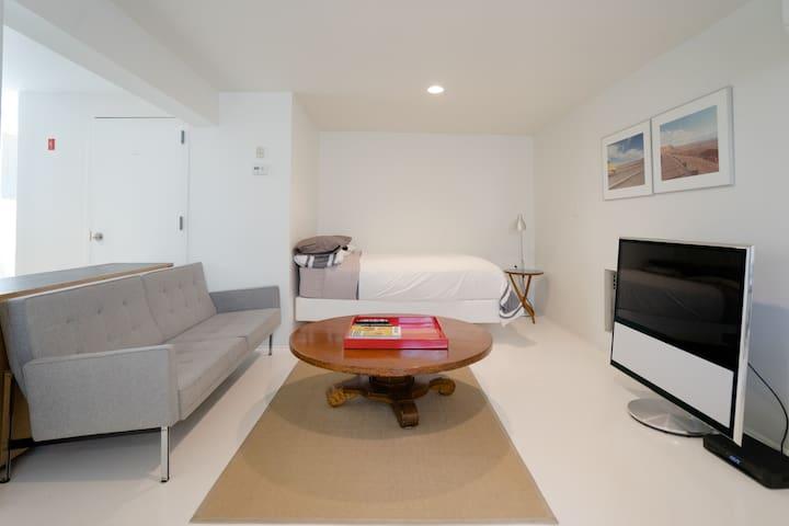Designer Studio Apt in Red Hook - Brooklyn - Apartament