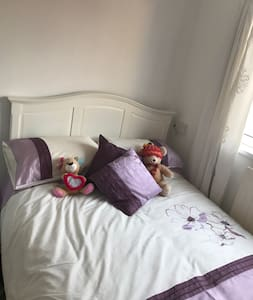 Double bedroom, walking distance to bus station - Peterlee