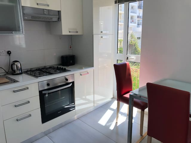 Centre - One Bedroom Cozy Flat 50 M From The Sea