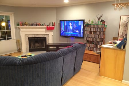 Charming Room & bath - Close metro - Arlington - House