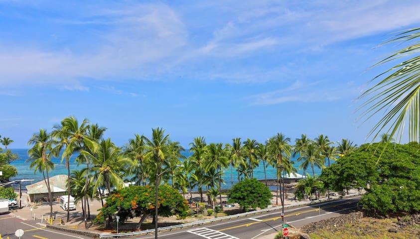 Kahalu'u Beach Villas 303, Walk to the Beach, AC