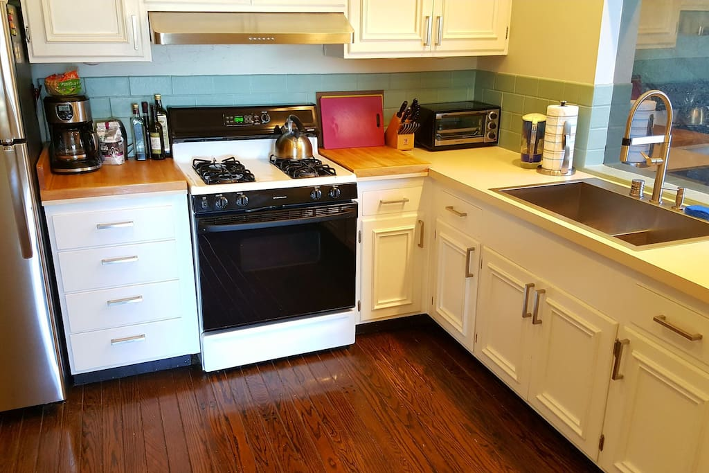 Fully equipped kitchen, recently updated with new fridge, sink and range hood. New range coming soon.