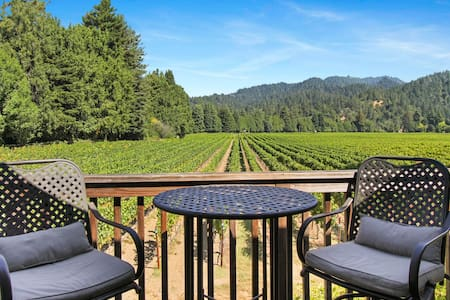 Vineyard view studio cottage by river, near town & winetasting
