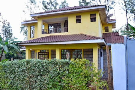 Countryside Villa - 4BR with Unlimited Wifi & DSTV