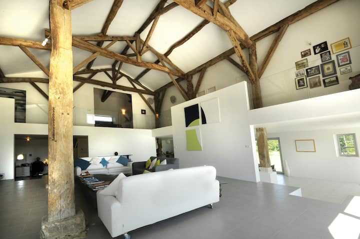 Lauzun Modern Barn Conversion B&B
