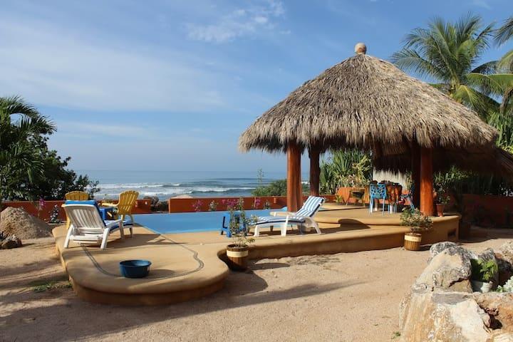 2 Beachfront Rooms with Pool - Troncones - Casa